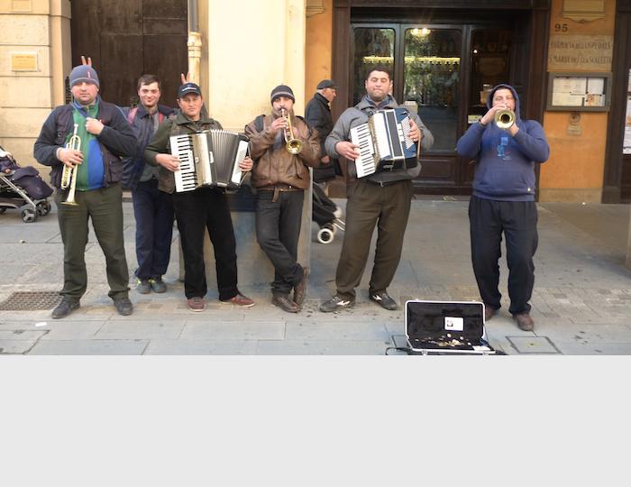 MUSICISTI-DI-STRADA-RUMENI